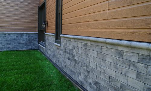 Self ventilated brick siding